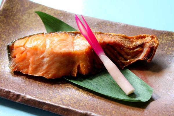 干し上げることで極上の味わいになる「塩引鮭」